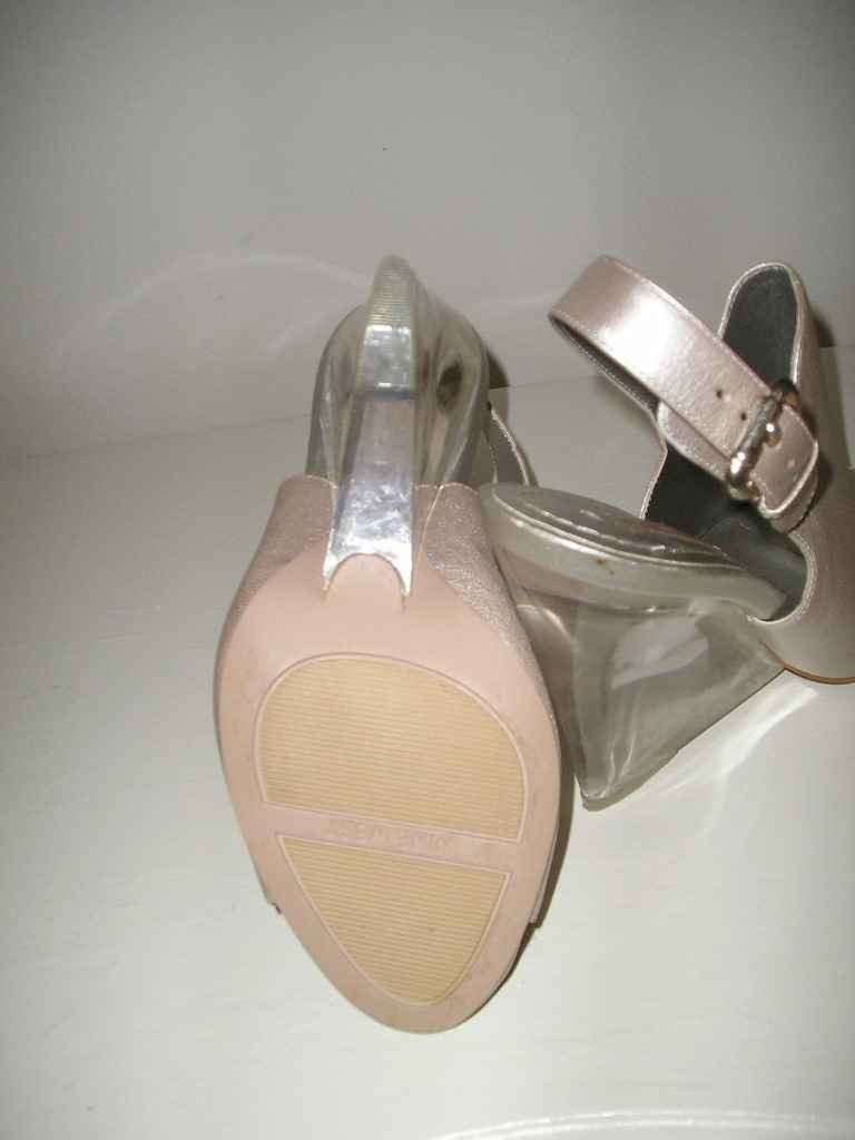 Nine West Silver Leather Clear Lucite Peeptoe Wedges Sandals 7